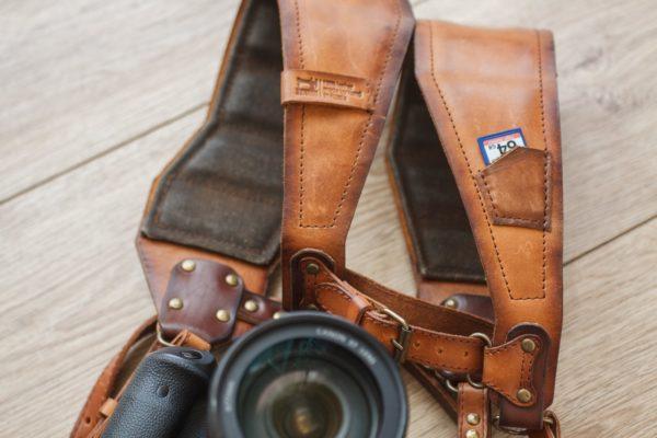Разгрузка (ремни) для двух фотоаппаратов.
