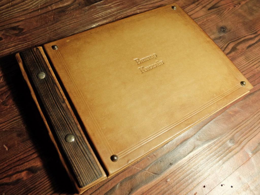 Кожаный фотоальбом-книга пожеланий.