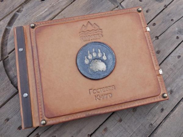 Гостевая книга с керамическим шильдом «Камчатка».