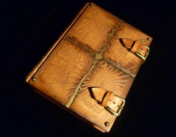 Персональный заказ «Морской книги» из кожи