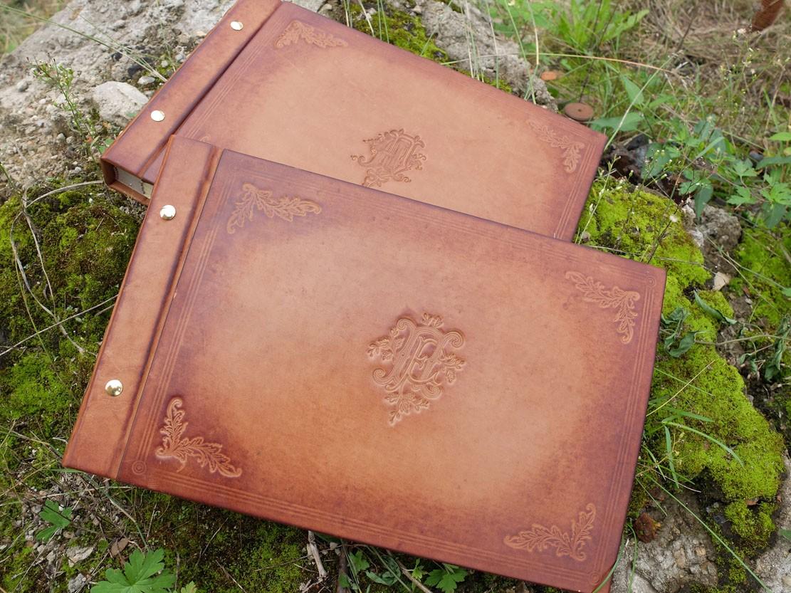 Кожаный фотоальбом с монограммой