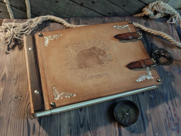 Кожаный альбом с медведем