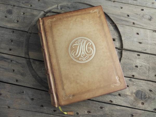 Книга с монограммой и портретом из кожи