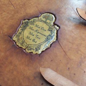 Семейный фотоальбом с гербом.
