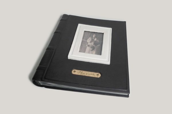 Фотоальбом кожаный с керамической рамкой под фотографию